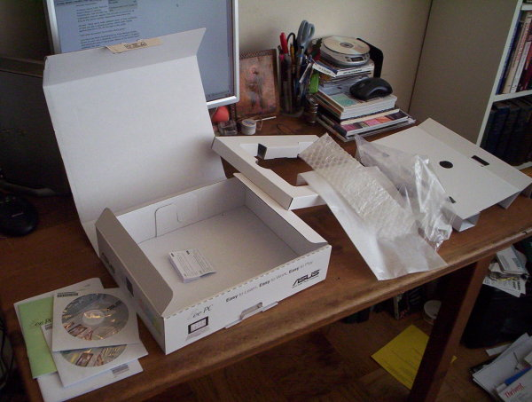 Packaging from Asus Eee PC